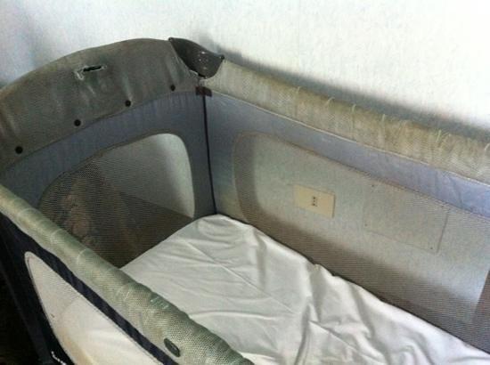Hotel Silva: Le condizioni igieniche della culla!