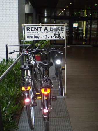 Holiday Inn Berlin City-West: entrance