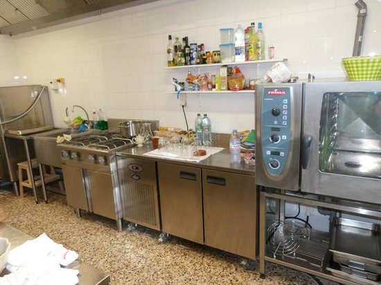 Chateau Eydoux : Kitchen