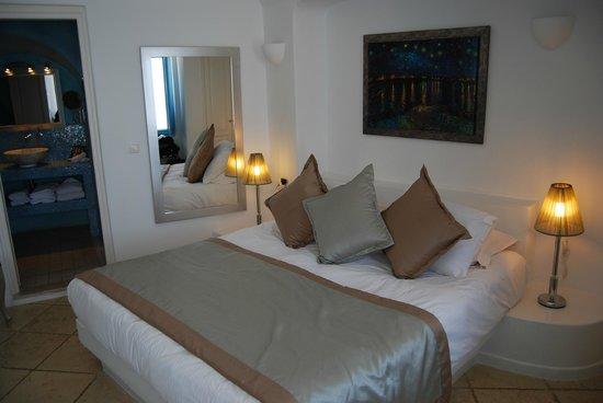 Above Blue Suites: Moonlit Bed