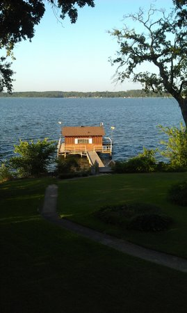 Frankston, TX: Boat house with ishing pier on property!