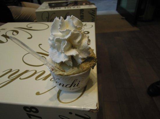 Cioccogelateria Venchi: たっぷりホイップ