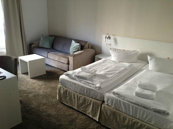 fjord hotel berlin: Betten / Couch