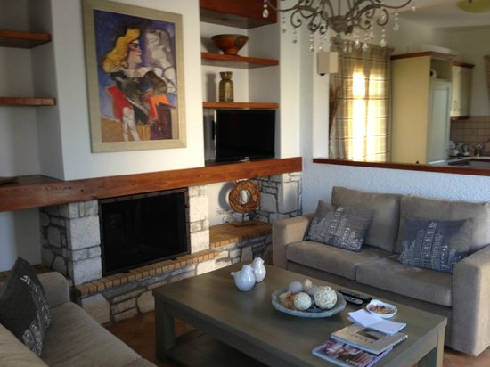 Elaia Villas: Sitting Room
