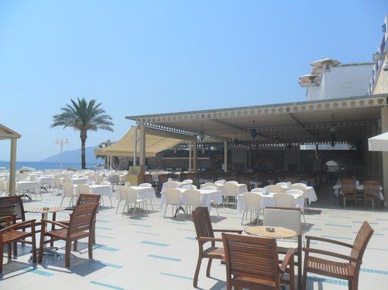 Salmakis Resort & Spa: buiten eten