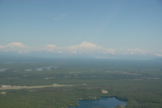 Caribou Lodge Alaska: Alascan Mountain Range as seen by flying from Talkeetna to Caribou Lodge