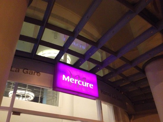 Mercure Hanoi La Gare Hotel : hotel name at the door