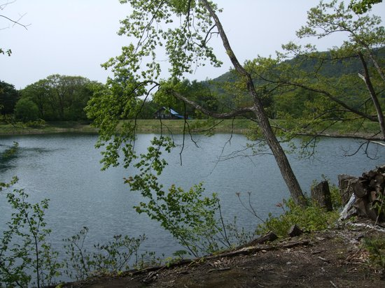 Shiginoya Chinuma: 時折釣りをしている人がいます