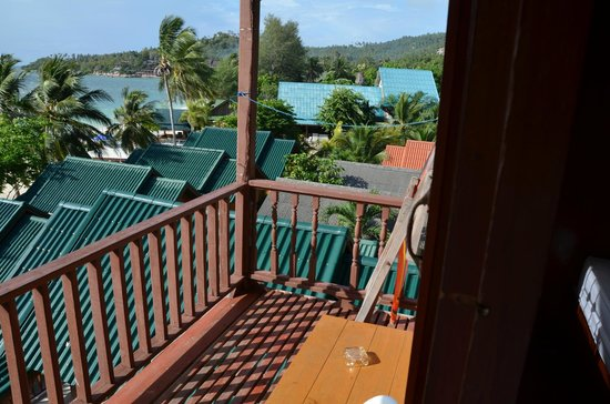 Sandy Bay Bungalows : dodgy, unstable balcony area