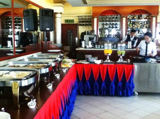 Fernandina 88 Suites : Buffet breakfast at the top floor restaurant