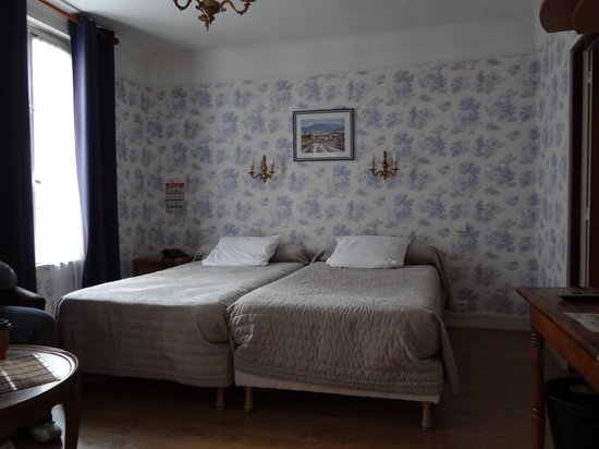 Hotel de la Cathedrale: Two double and one single bed room