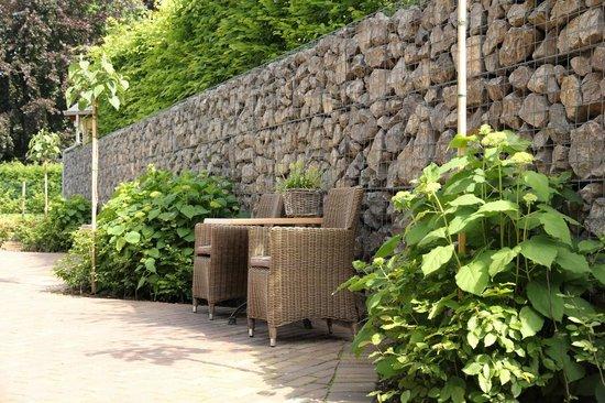 B&B Laken en Servet: Gezellige binnenplaats met groen