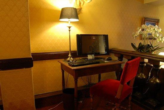 Hôtel des Deux Continents : Business Corner