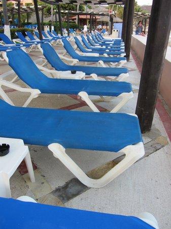 Barcelo Huatulco: Pool Chairs