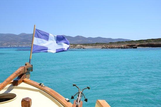 Michael Zeppos - Cruise Boat Day Tours: Il mare di Paros visto dalla barca