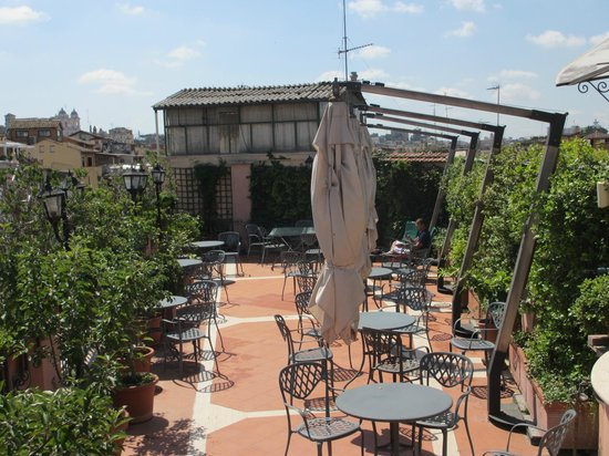 Piranesi Palazzo Nainer Hotel: One part of the roof-top terrace