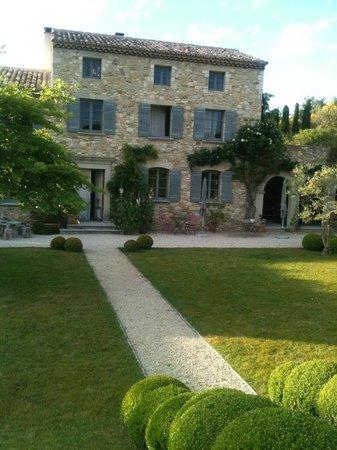 Une Bastide en Provence : bastide côté jardin
