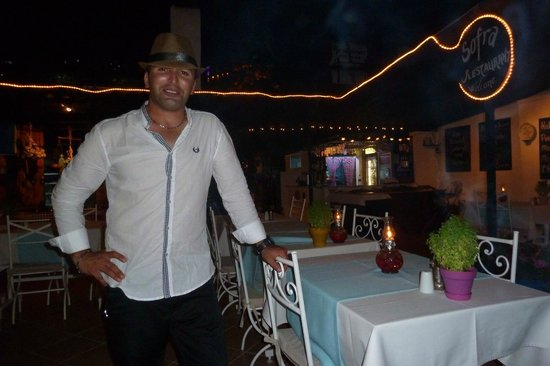 Sofra Terrace Restaurant: Mehmet wearing boyfriends hat!