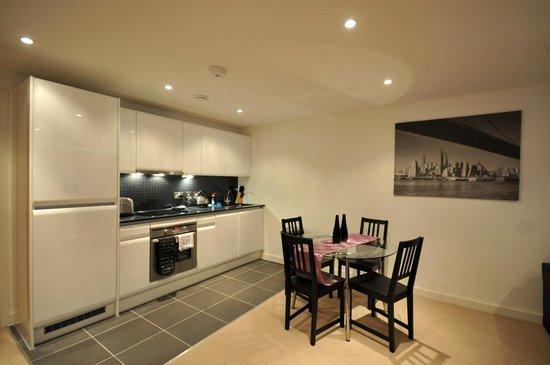 Base Serviced Apartments Duke Street: Kitchen / Dining Area