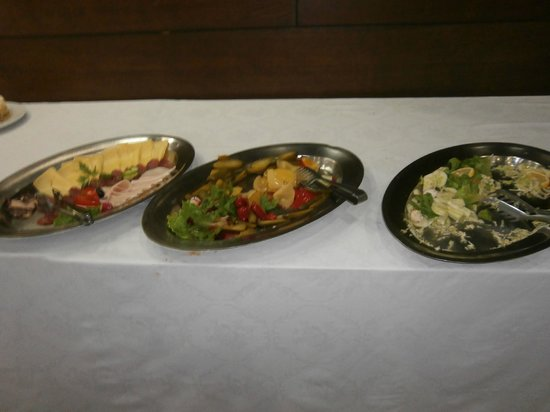 Hotel Grand: Salads