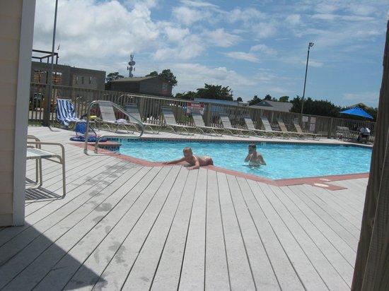 Pony Island Motel : pool area