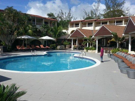 Tamarind by Elegant Hotels: Nice pool