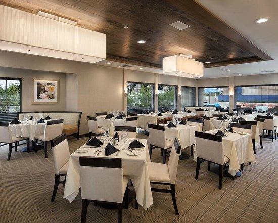 Hilton Garden Inn Los Angeles Marina Del Rey : Marina Grill & Bar