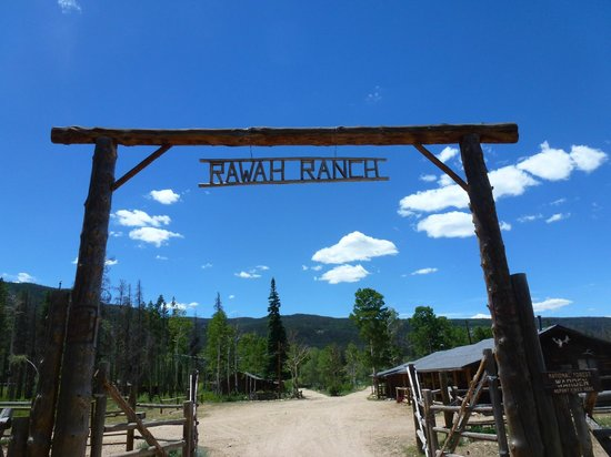 Rawah Ranch: Entrance to ranch