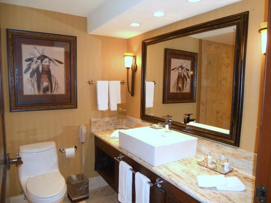 The Lodge at Jackson Hole: king suite bathroom