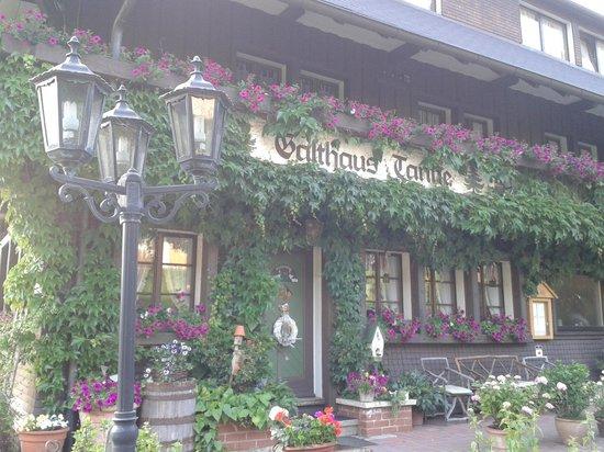 Tunau, Deutschland: Ansicht der Hauptfront des Gasthauses