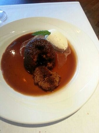 River Bank @ the Court Yard Hotel: Sticky toffy pudding