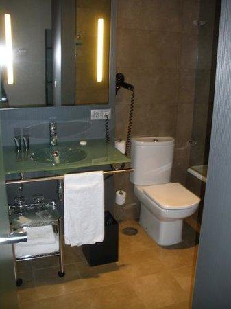 AC Hotel Sevilla Torneo : bathroom