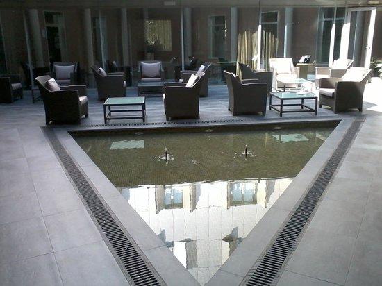 AC Hotel Sevilla Torneo : courtyard of hotel