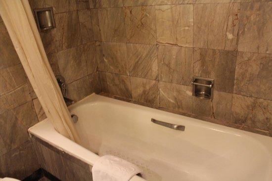 Royal City Hotel: salle de bains