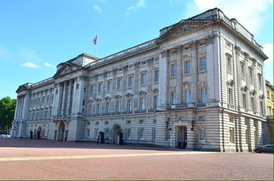 Laurence Summers Tour Guide : Buckingham palace.