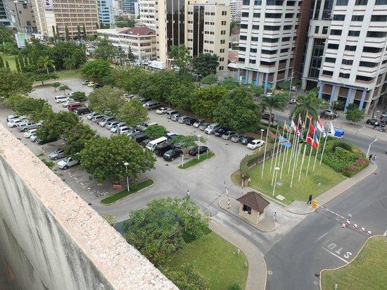 Dar es Salaam Serena Hotel : roof view-parking