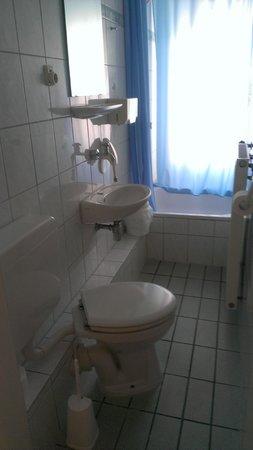 Hotel Im Kupferkessel: Common use bathroom