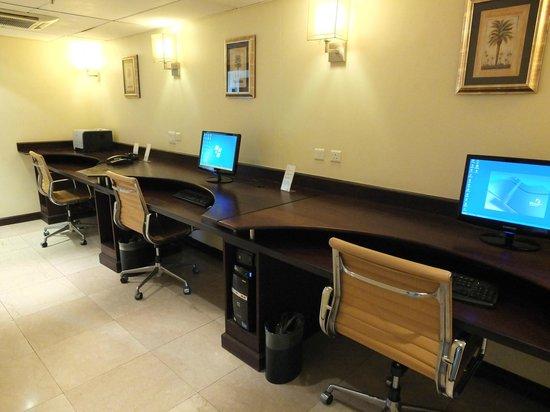 Mövenpick Royal Palm Hotel Dar es Salaam: business center
