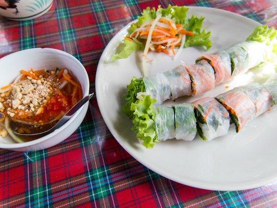 Pa Nual: fresh spring rolls