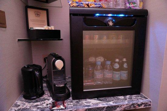 Resort World Sentosa - Beach Villas™ : Mini bar and nespresso coffee machine