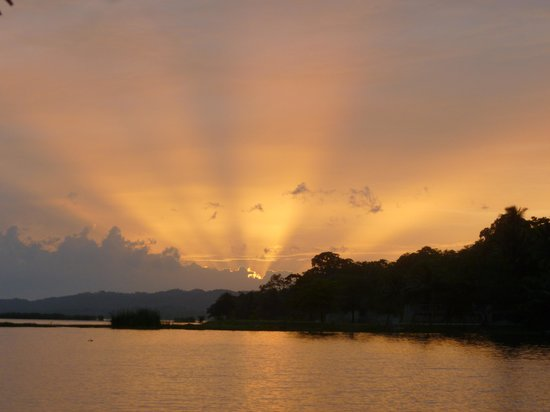Historic Round Trip Tzimin Chac: Atardecer en Flores