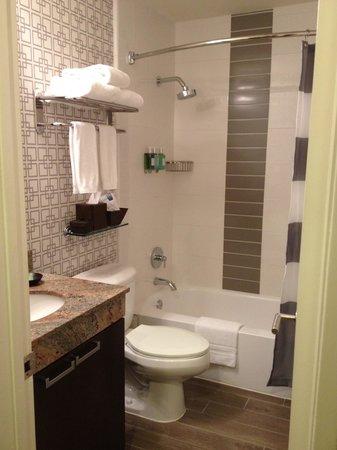 Le Montrose Suite Hotel: Bathroom