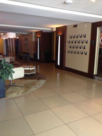 Le Montrose Suite Hotel: Lobby area