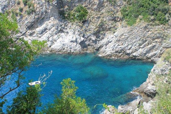 Hotel Villa Bellavista: Crystal clear water in the cove directly below the villa
