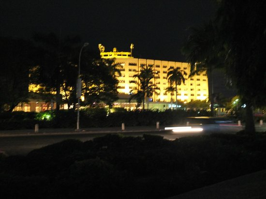 Mövenpick Royal Palm Hotel Dar es Salaam: night view