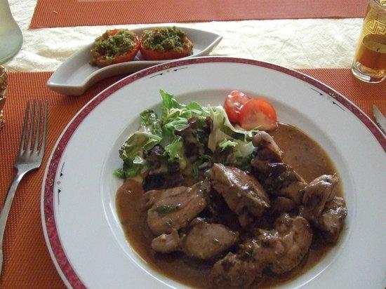 Amadeus: noisettes d'épaule d'agneau avec pruneaux et tomates provençales