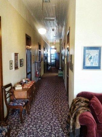 Nutt House Historic Hotel : Hallway upstairs