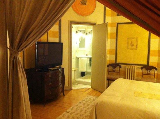 Casa de Madrid: Dormitorio de la suite Damasco
