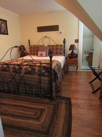 Bernerhof Inn Bed and Breakfast: Freedom Village room