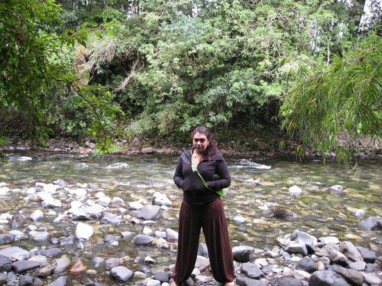 Termas de Aguas Calientes: Paseando por el río